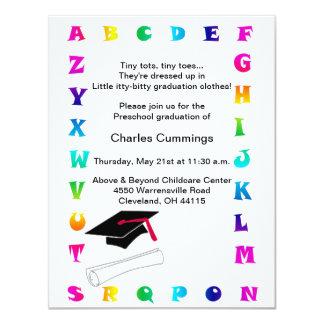 Invitación preescolar de la graduación de los
