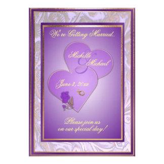 Invitación púrpura adornada del boda del personali