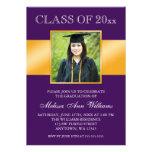 Invitación púrpura con clase de la graduación de l