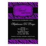 invitación púrpura de la fiesta de cumpleaños del