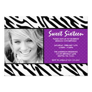 Invitación púrpura de la foto del dulce 16 del lun