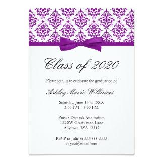 Invitación púrpura de la graduación del arco del
