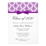 Invitación púrpura de la graduación del arco del d