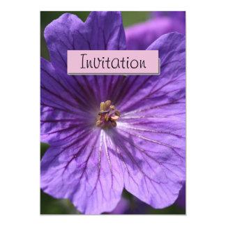 Invitación púrpura de la invitación del fiesta del