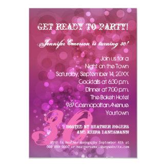 Invitación púrpura de moda del fiesta de Bokeh