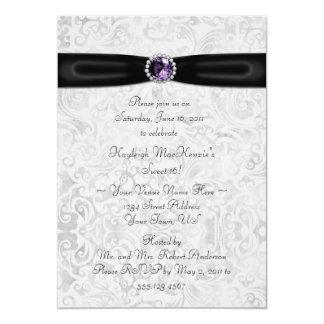 Invitación púrpura de plata negra del dulce 16