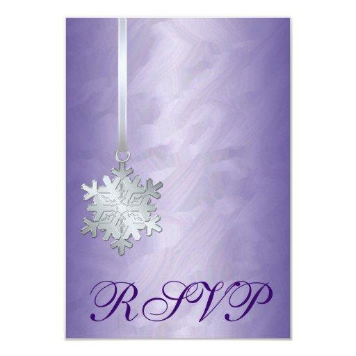 Invitación púrpura de RSVP del copo de nieve de la