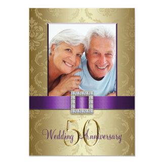 Invitación púrpura del aniversario de boda del oro