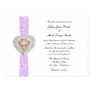 Invitación púrpura del boda del cordón del