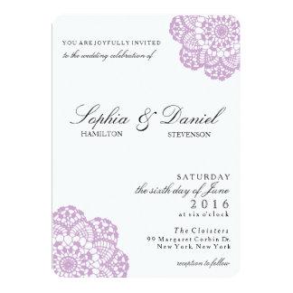 Invitación púrpura del boda del tapetito del
