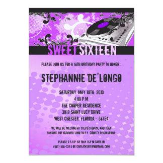 invitación púrpura del cumpleaños de 5x7 DJ