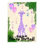 Invitación púrpura del cumpleaños de la jirafa del
