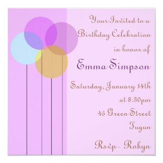 Invitación púrpura del cumpleaños del globo