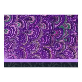 Invitación púrpura del fiesta de la pluma del pavo