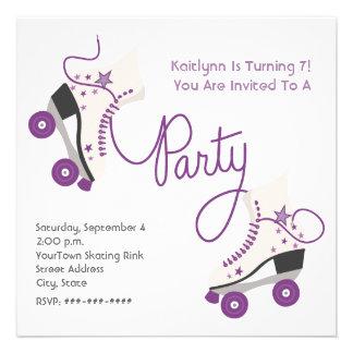 Invitación púrpura del fiesta del patín de ruedas