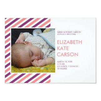 Invitación púrpura del nacimiento del bebé del