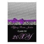 invitación púrpura elegante de la foto de la gradu