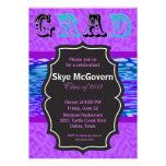 Invitación púrpura festiva del fiesta del GRADUADO