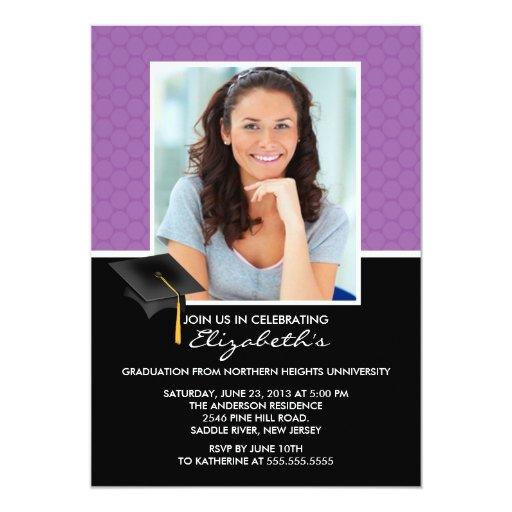 Invitación púrpura moderna de la graduación de los