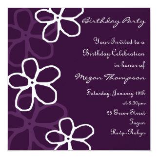 Invitación púrpura y blanca del cumpleaños del