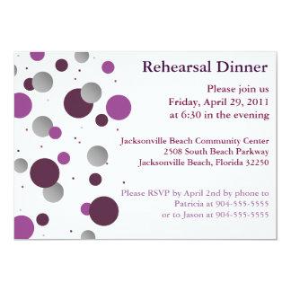 Invitación púrpura y de plata de la cena del
