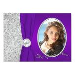 Invitación púrpura y de plata de Quinceanera de la