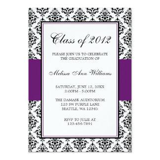 Invitación púrpura y negra de la graduación del