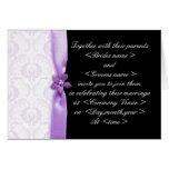 Invitación púrpura y negra del boda del damasco tarjetón