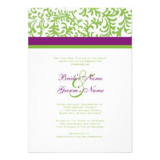 Invitación púrpura y verde del boda