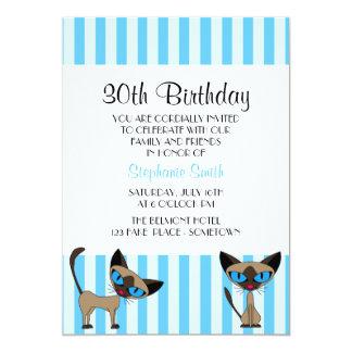 Invitación rayada del cumpleaños del gato siamés