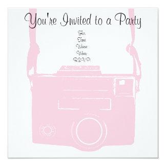 Invitación retra femenina rosada de la cámara de