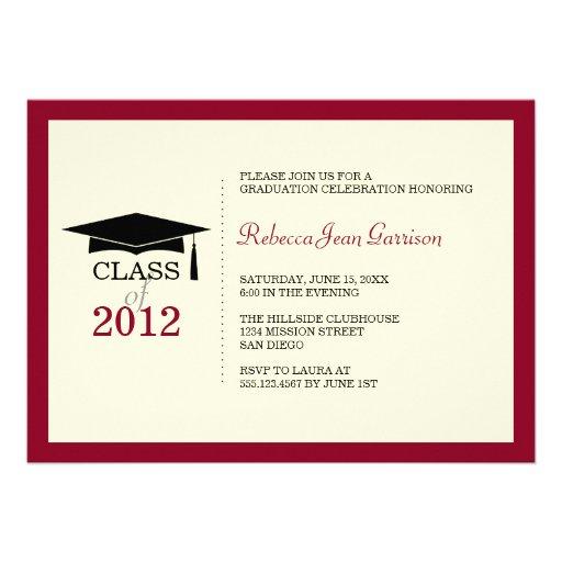Invitación roja de la graduación de la borla del c