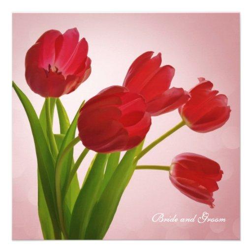 Invitación roja del boda del ramo de los tulipanes