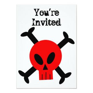 Invitación roja del cráneo y de la bandera pirata
