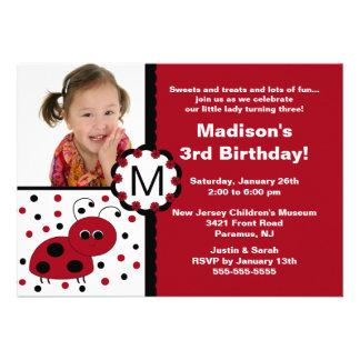 Invitación roja del cumpleaños de la foto de la ma