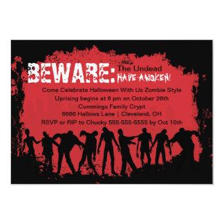 Invitación roja del fiesta de Halloween del zombi