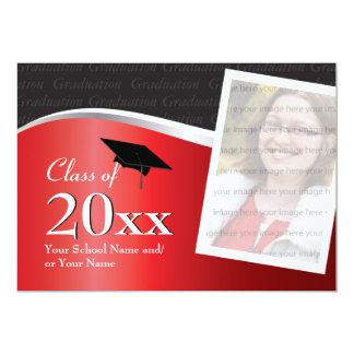Invitación roja y negra adaptable de la graduación