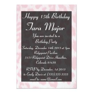 Invitación rosa clara de la fiesta de cumpleaños