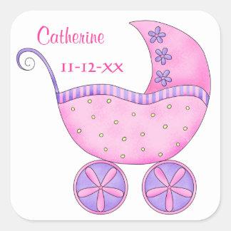 Invitación rosada de la fecha de nacimiento del pegatina cuadrada