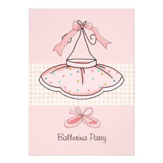 Invitación rosada de la fiesta de cumpleaños del t