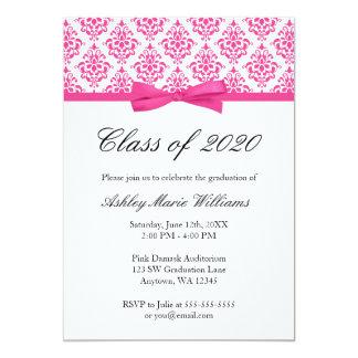 Invitación rosada de la graduación del arco del