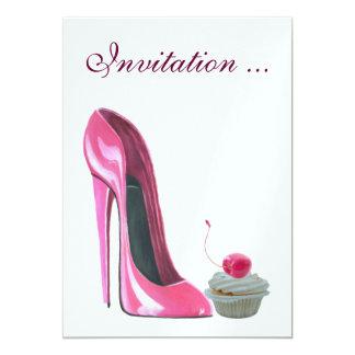 Invitación rosada de la magdalena del zapato y de