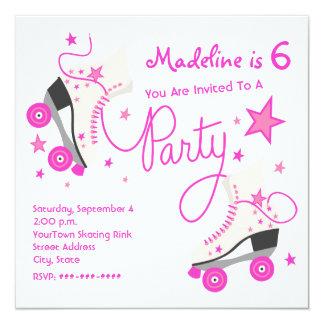 Invitación rosada del fiesta del patín de ruedas