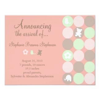 Invitación rosada del nacimiento de los puntos - invitación 10,8 x 13,9 cm
