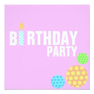 Invitación rosada moderna del cumpleaños de la