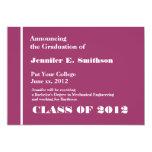 Invitación rosada y blanca de la graduación de la