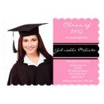 Invitación rosada y negra de la graduación de la