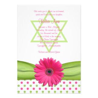 Invitación rosada y verde de Mitzvah del palo de l