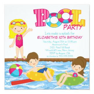 Invitación rubia de la fiesta en la piscina del