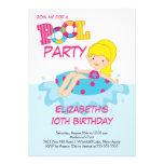 Invitación rubia de la fiesta en la piscina del ve